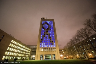 MIT Green building honors the victims of the Boston bombings.  Credit: Ho Yin Au, MIT, The Tech